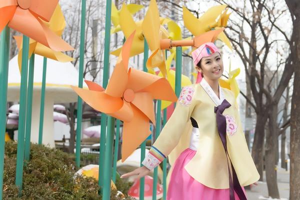 Ngọc Hân xinh tươi trong bộ trang phục truyền thống xứ Hàn 7
