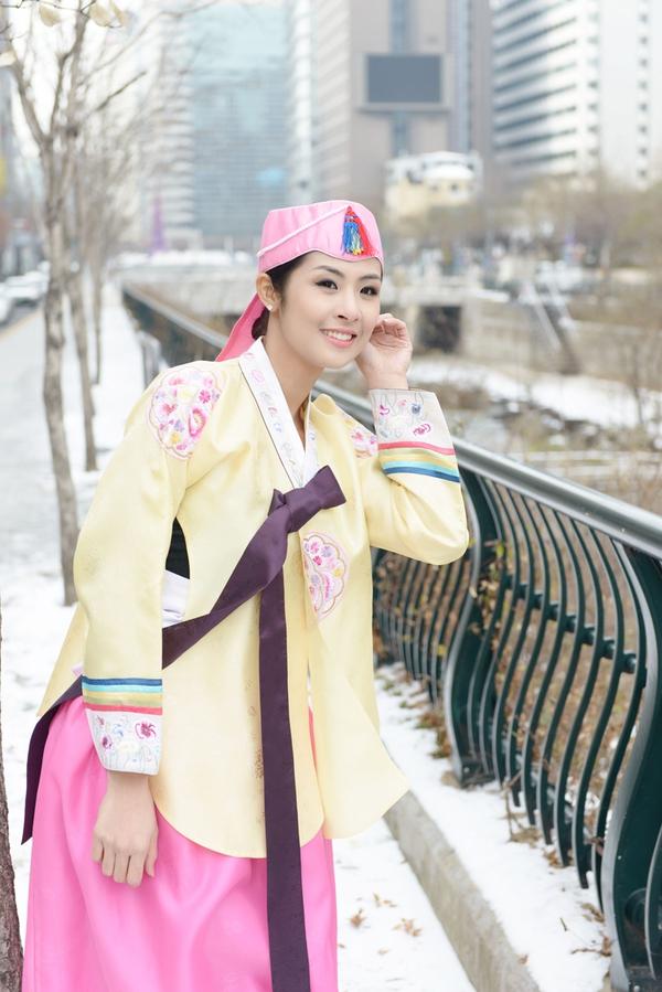 Ngọc Hân xinh tươi trong bộ trang phục truyền thống xứ Hàn 8