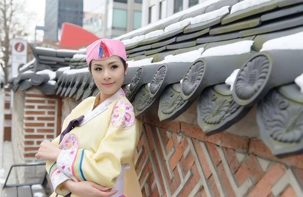 Ngọc Hân xinh tươi trong bộ trang phục truyền thống xứ Hàn 11