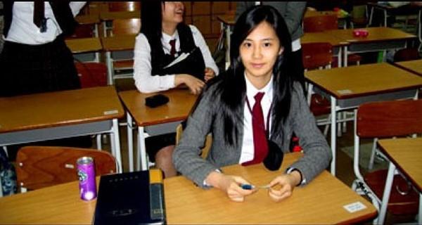 Phát sốt với hình ảnh Yuri (SNSD) hồi học trung học 2