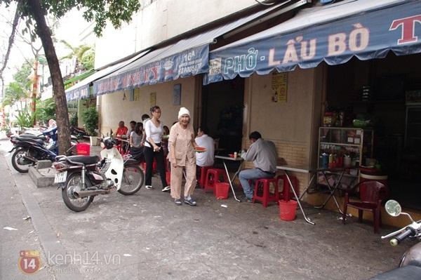 Ghé quán phở lâu đời trên đường Bà Huyện Thanh Quan 1