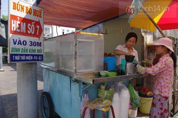 """Đi ăn bún bò Huế học sinh giá """"chát"""" 1"""