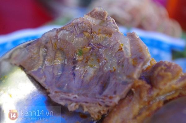 """Đi ăn bún bò Huế học sinh giá """"chát"""" 8"""