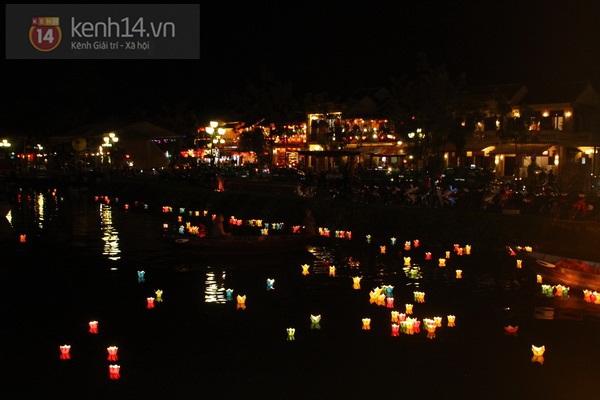 Rực rỡ đêm lễ hội thả đèn lồng ở Hội An 2