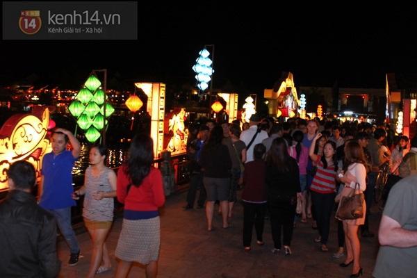 Rực rỡ đêm lễ hội thả đèn lồng ở Hội An 12