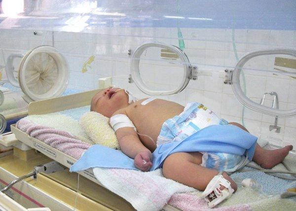 Em bé được cứu sống nhờ tấm lòng lương y khiến cư dân mạng cảm động 1