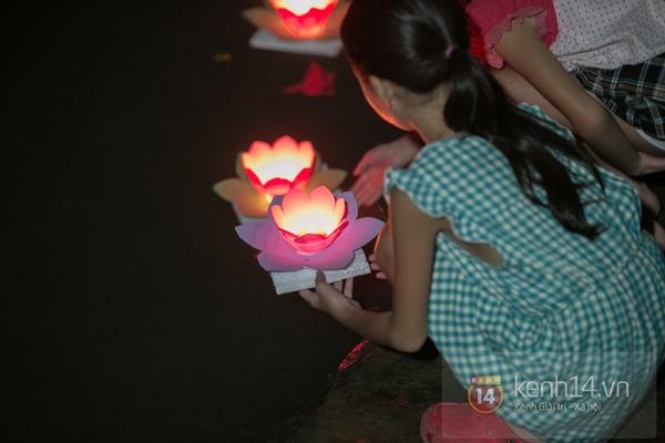 Rực rỡ lễ hội hoa đăng trong lòng Sài Gòn 8