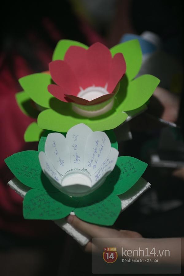 Rực rỡ lễ hội hoa đăng trong lòng Sài Gòn 6