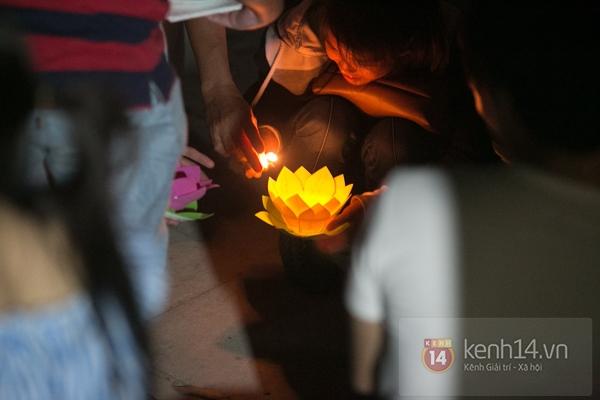 Rực rỡ lễ hội hoa đăng trong lòng Sài Gòn 4