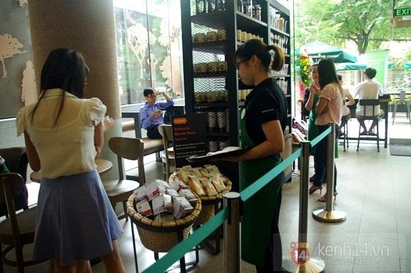 """Teen chán """"check in"""", Starbucks thứ 2 tại SG khai trương trong vắng vẻ 5"""