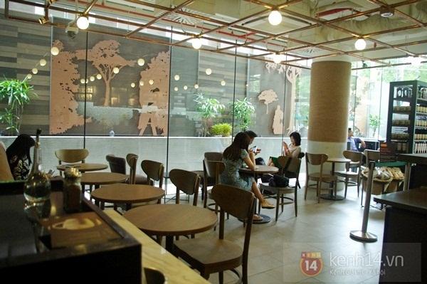 """Teen chán """"check in"""", Starbucks thứ 2 tại SG khai trương trong vắng vẻ 8"""