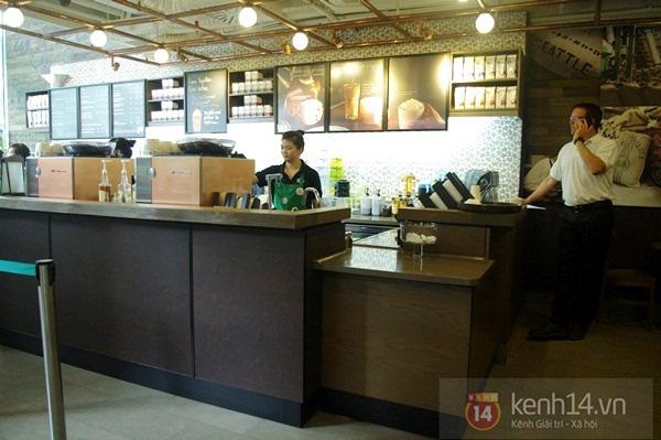 """Teen chán """"check in"""", Starbucks thứ 2 tại SG khai trương trong vắng vẻ 9"""