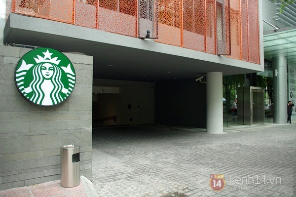 """Teen chán """"check in"""", Starbucks thứ 2 tại SG khai trương trong vắng vẻ 11"""