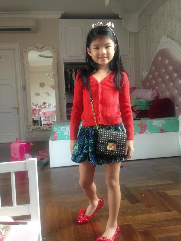 Những nhóc tì nhà sao Việt càng lớn càng xinh và chững chạc 26