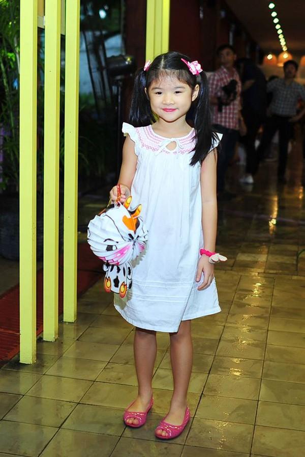 Những nhóc tì nhà sao Việt càng lớn càng xinh và chững chạc 25