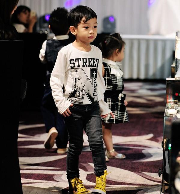 Những nhóc tì nhà sao Việt càng lớn càng xinh và chững chạc 35