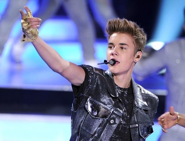 """Justin Bieber hủy show vì bị coi là """"kẻ trụy lạc"""" 4"""