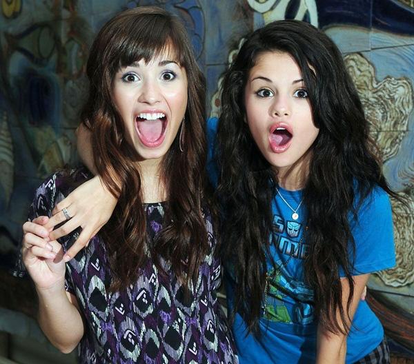 "Demi Lovato ""mê tít thò lò"" single mới của Selena Gomez 2"