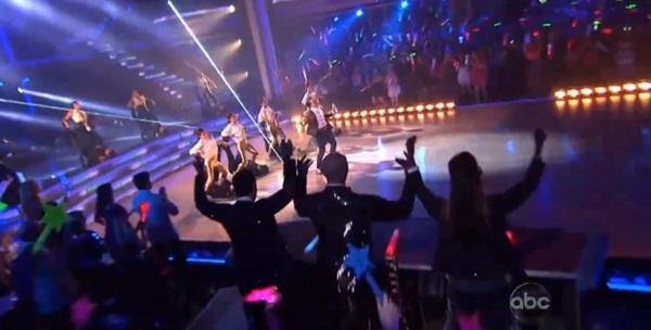 """Giám khảo """"Bước nhảy hoàn vũ"""" Mỹ nhảy """"Gentleman"""" cùng Psy 1"""