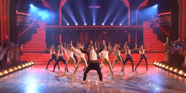 """Giám khảo """"Bước nhảy hoàn vũ"""" Mỹ nhảy """"Gentleman"""" cùng Psy 2"""