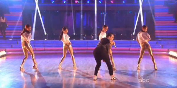 """Giám khảo """"Bước nhảy hoàn vũ"""" Mỹ nhảy """"Gentleman"""" cùng Psy 4"""