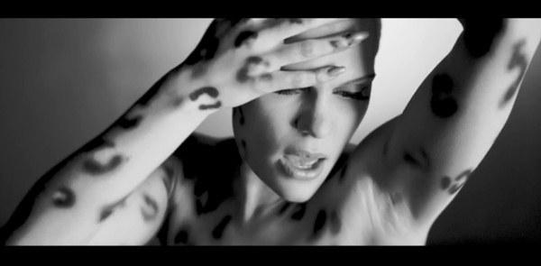 """Nóng hừng hực"" với MV mới từ Kelly Clarkson, Ke$ha, Jessie J 2"