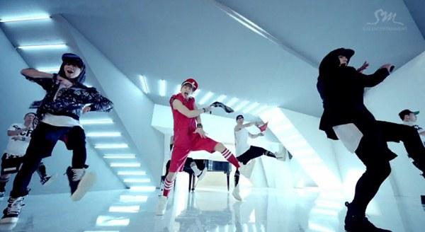 """Henry (SuJu M) """"rủ rê"""" Taemin (SHINee), Kyuhyun (SuJu) vào MV riêng 2"""