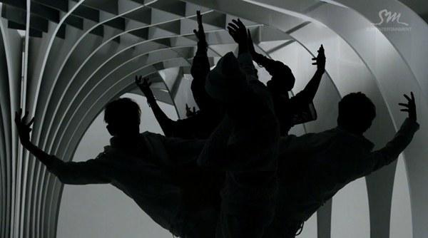 """Những hình ảnh khó quên của EXO trong MV """"Wolf"""" 3"""