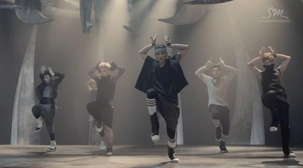 """Những hình ảnh khó quên của EXO trong MV """"Wolf"""" 7"""