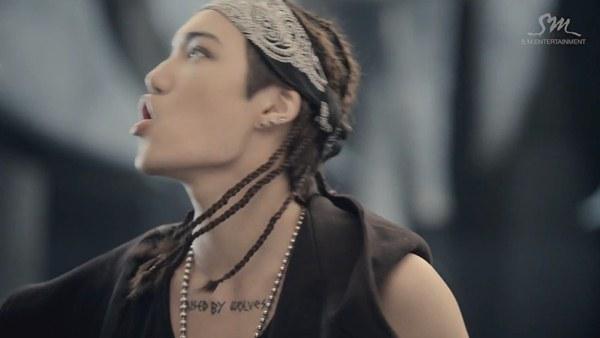 """Những hình ảnh khó quên của EXO trong MV """"Wolf"""" 18"""