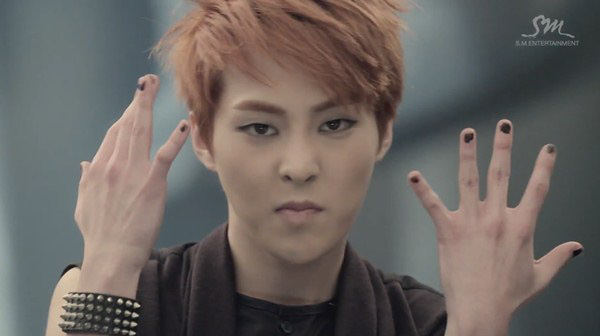 """Những hình ảnh khó quên của EXO trong MV """"Wolf"""" 20"""