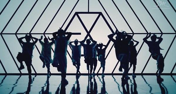 """Những hình ảnh khó quên của EXO trong MV """"Wolf"""" 9"""