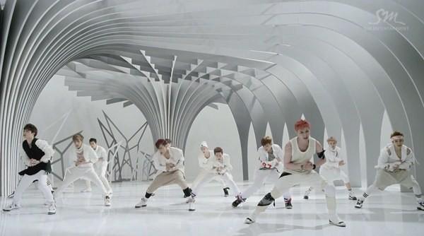 """Những hình ảnh khó quên của EXO trong MV """"Wolf"""" 10"""