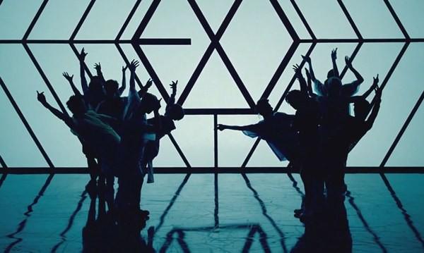 """Những hình ảnh khó quên của EXO trong MV """"Wolf"""" 11"""