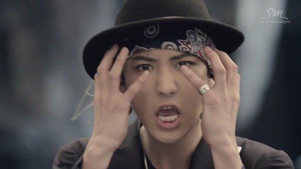 """Những hình ảnh khó quên của EXO trong MV """"Wolf"""" 26"""