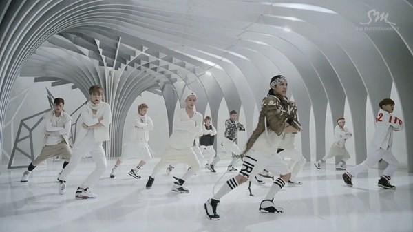 """Những hình ảnh khó quên của EXO trong MV """"Wolf"""" 14"""