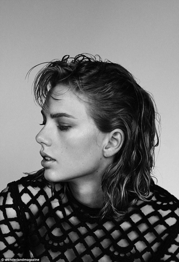 Taylor Swift gây ấn tượng với hình ảnh cổ điển khác lạ 3