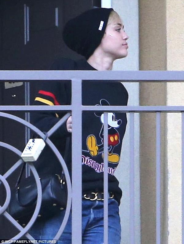 """Miley Cyrus bị bắt gặp rời nhà """"bạn trai tin đồn"""" 2"""