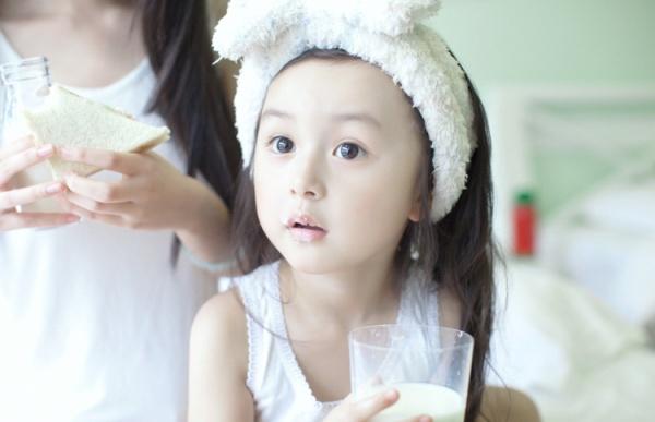 Phát sốt với vẻ đẹp hơn cả thiên thần của sao nhí 5 tuổi 6