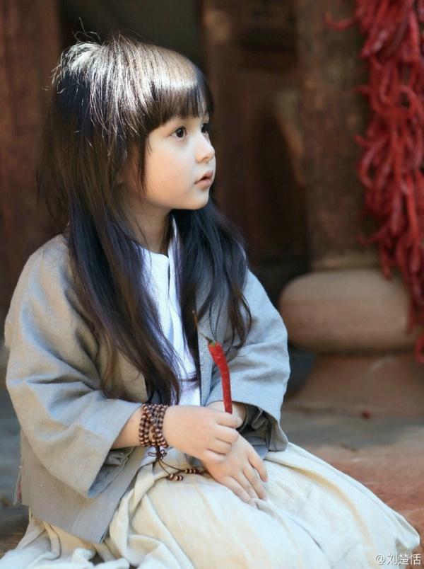 Phát sốt với vẻ đẹp hơn cả thiên thần của sao nhí 5 tuổi 10