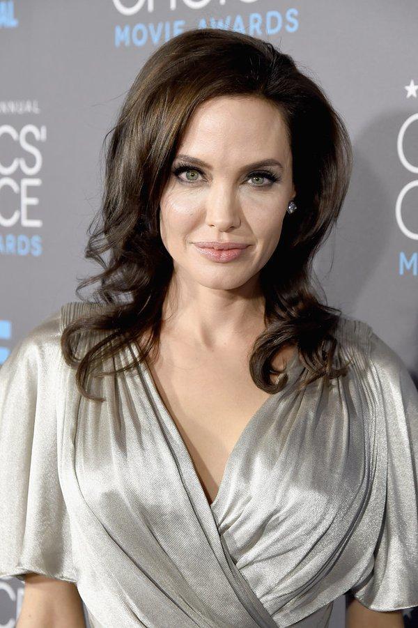 "Angelina Jolie đọ sắc Jennifer Aniston tại ""Critics' Choice Movie Awards"" 6"