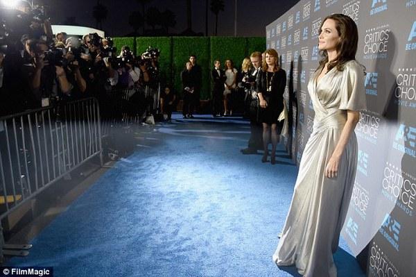 "Angelina Jolie đọ sắc Jennifer Aniston tại ""Critics' Choice Movie Awards"" 5"