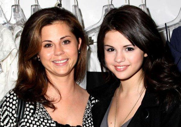 Những ngôi sao Hollywood thừa hưởng vẻ đẹp tuyệt sắc từ bố mẹ 9