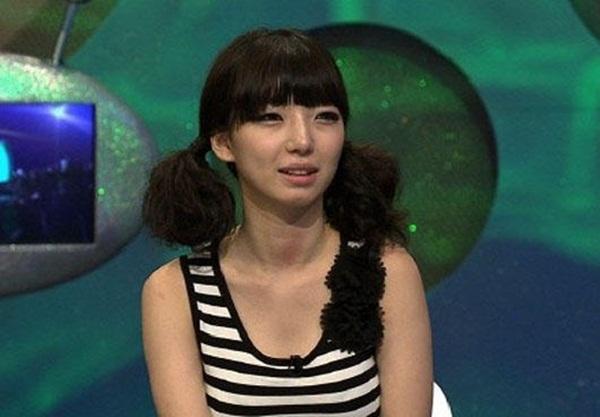 Hàn Quốc: Cô nàng cứ dùng đồ vài lần rồi vứt 1