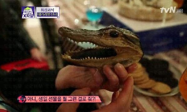 """Hàn Quốc: Cô nàng xinh đẹp """"cuồng"""" ăn các loại... đầu động vật 9"""