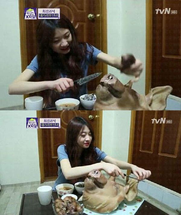 """Hàn Quốc: Cô nàng xinh đẹp """"cuồng"""" ăn các loại... đầu động vật 6"""