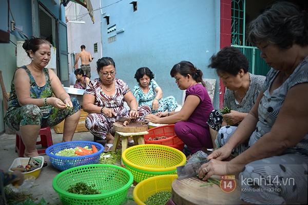 Con hẻm của hàng trăm suất cơm miễn phí cho người nghèo ở Sài Gòn 1