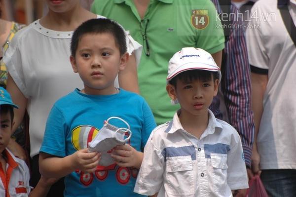 Hết giờ Lễ viếng Quốc tang, nhiều người dân vẫn xếp hàng vào viếng Đại tướng 109