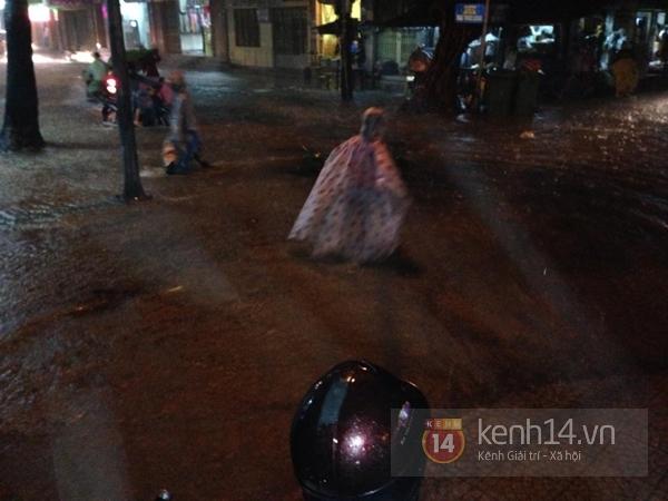 Huế: mưa lớn gây ngập lụt nặng toàn thành phố 2