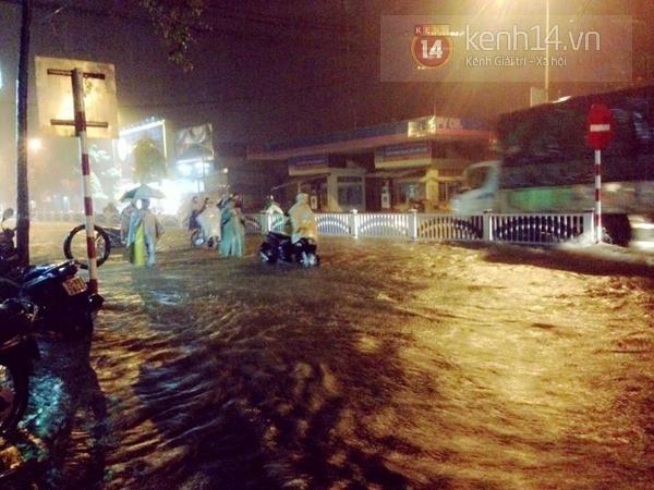Huế: mưa lớn gây ngập lụt nặng toàn thành phố 3